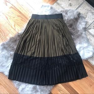 River Island Pleated Skirt - Sz US 4 - Never worn!